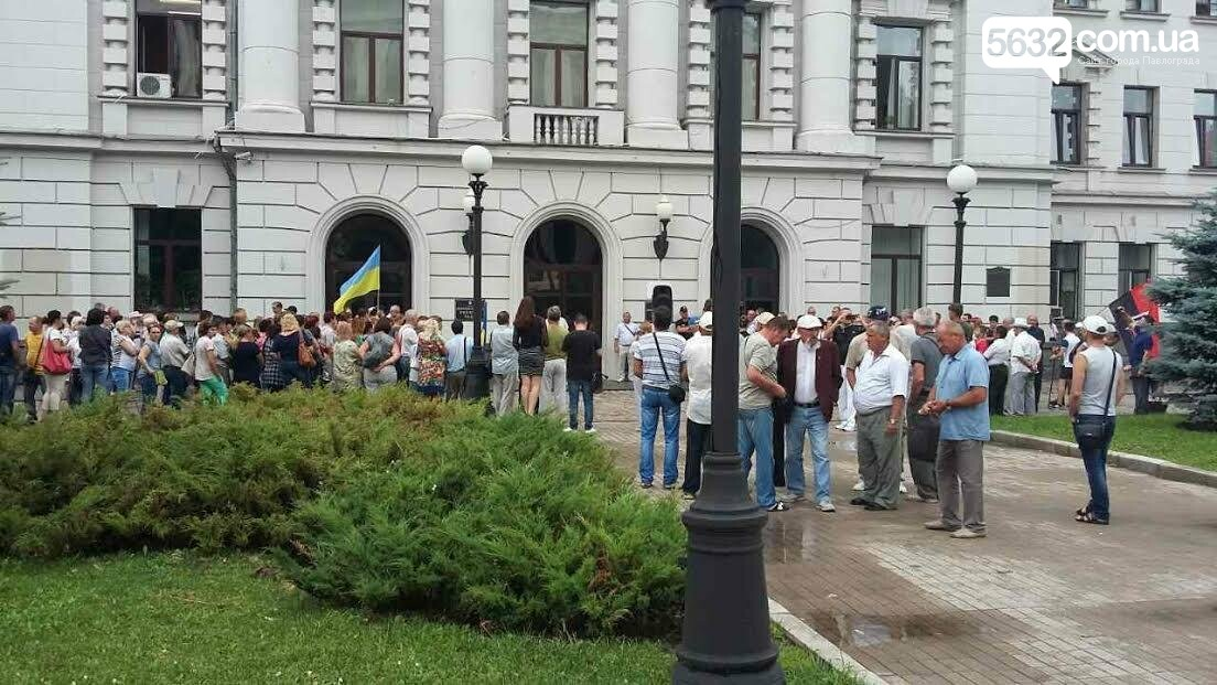 Павлоградские медики и шахтеры устроили митинг около областного совета (Фото), фото-1
