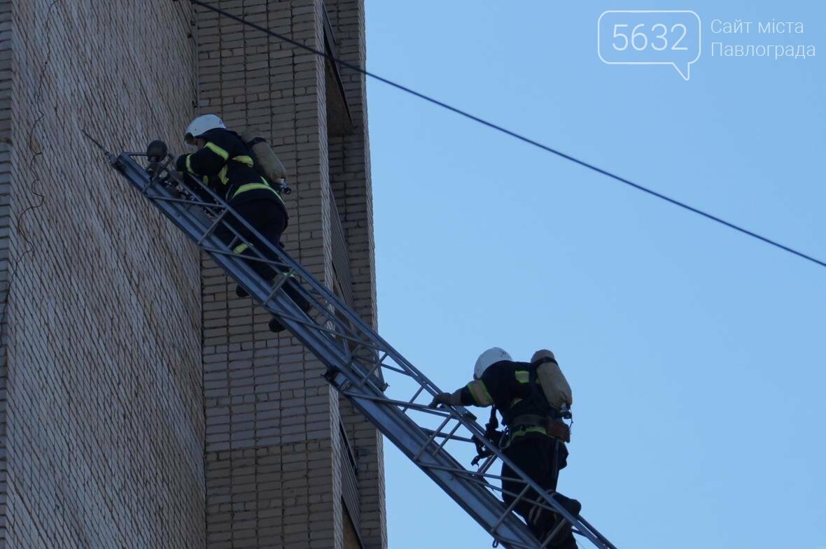 Пожар в многоэтажке Павлограда: спасатели вынесли из огня мужчину, фото-1