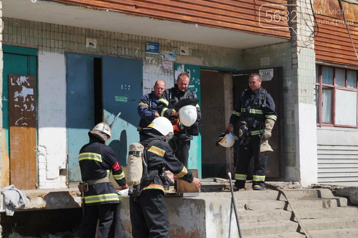 Пожар в многоэтажке Павлограда: спасатели вынесли из огня мужчину, фото-6
