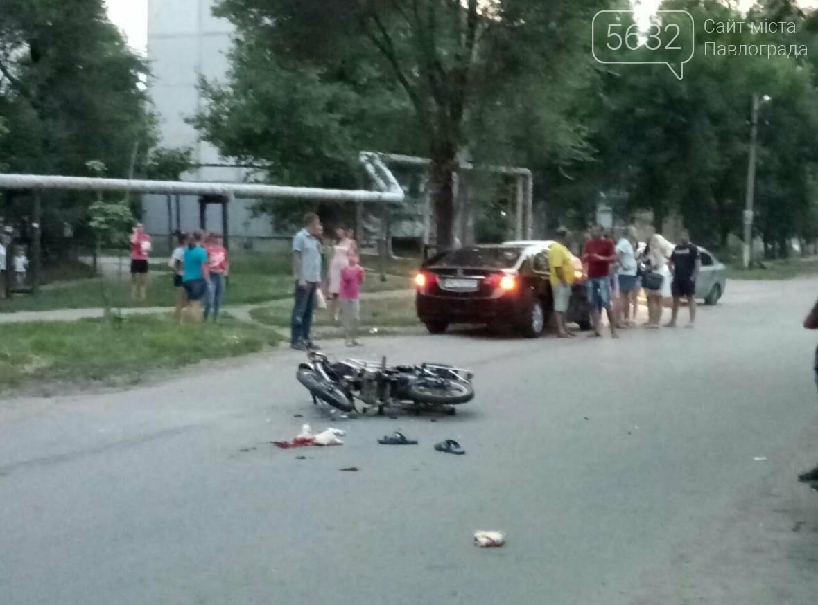 У Павлограді сталася ДТП: водій мопеду виїхав на зустрічну смугу і врізався в авто, фото-1