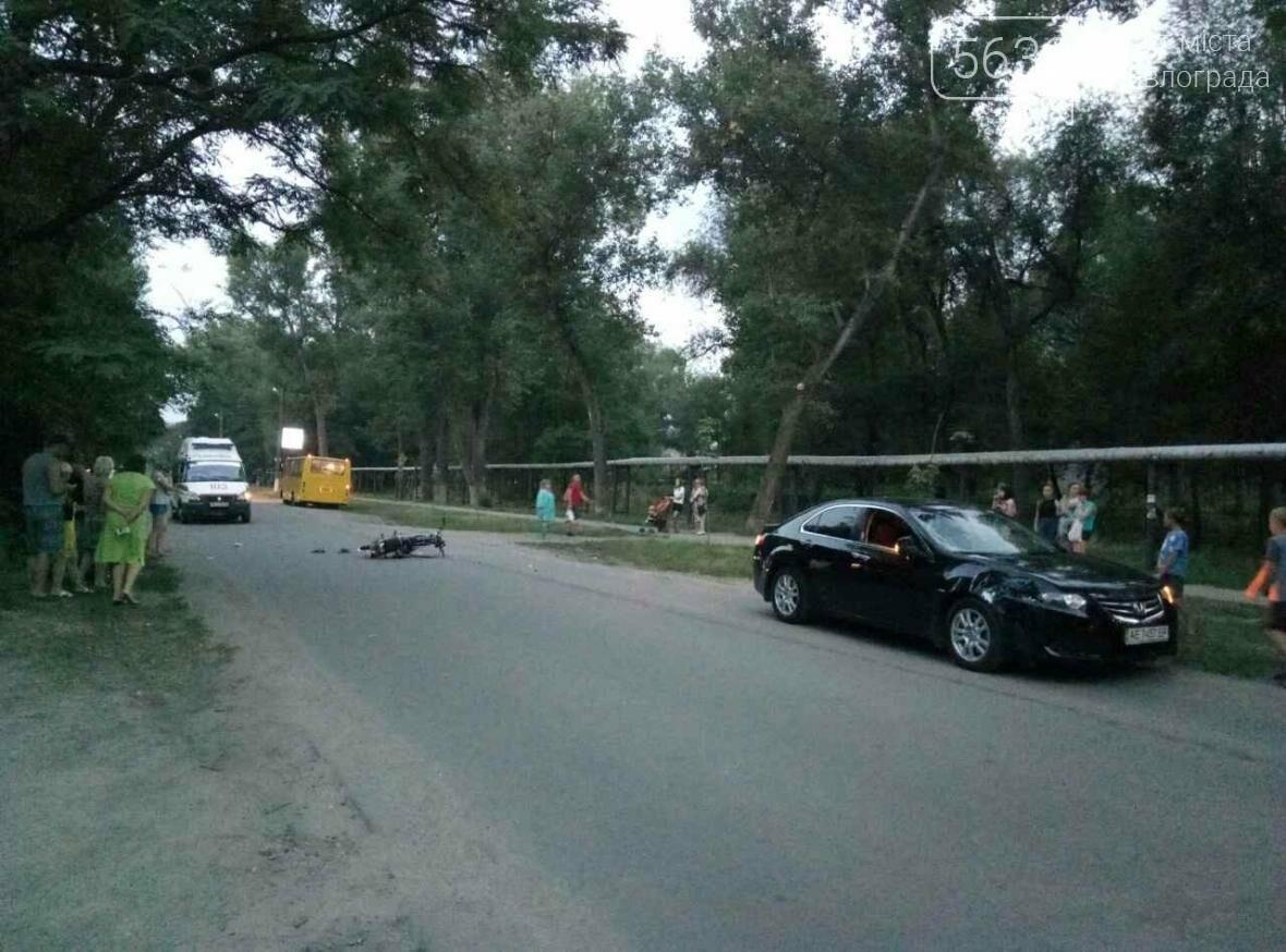 У Павлограді сталася ДТП: водій мопеду виїхав на зустрічну смугу і врізався в авто, фото-3