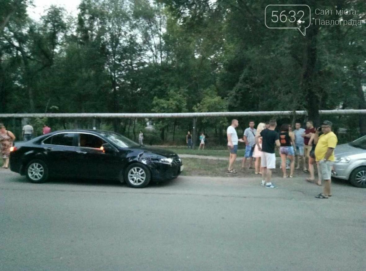 У Павлограді сталася ДТП: водій мопеду виїхав на зустрічну смугу і врізався в авто, фото-2