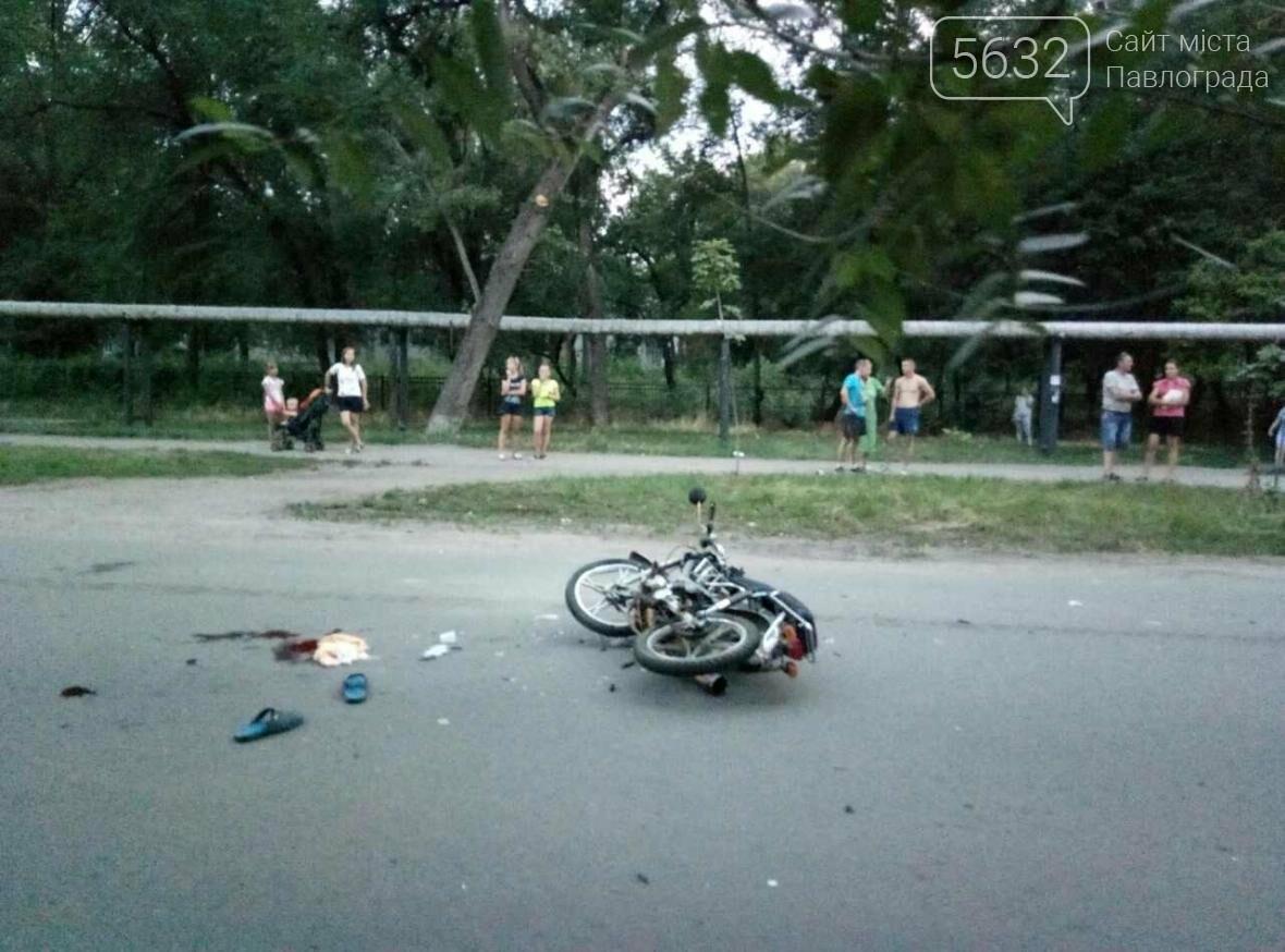 У Павлограді сталася ДТП: водій мопеду виїхав на зустрічну смугу і врізався в авто, фото-4