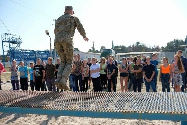 У школярів з'явилася можливість відвідати військове містечко у Гвардійському, фото-5