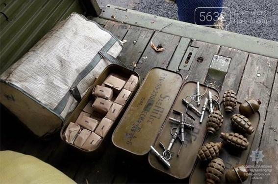 Павлоградські поліцейські виявили автомобіль з арсеналом боєприпасів, фото-2