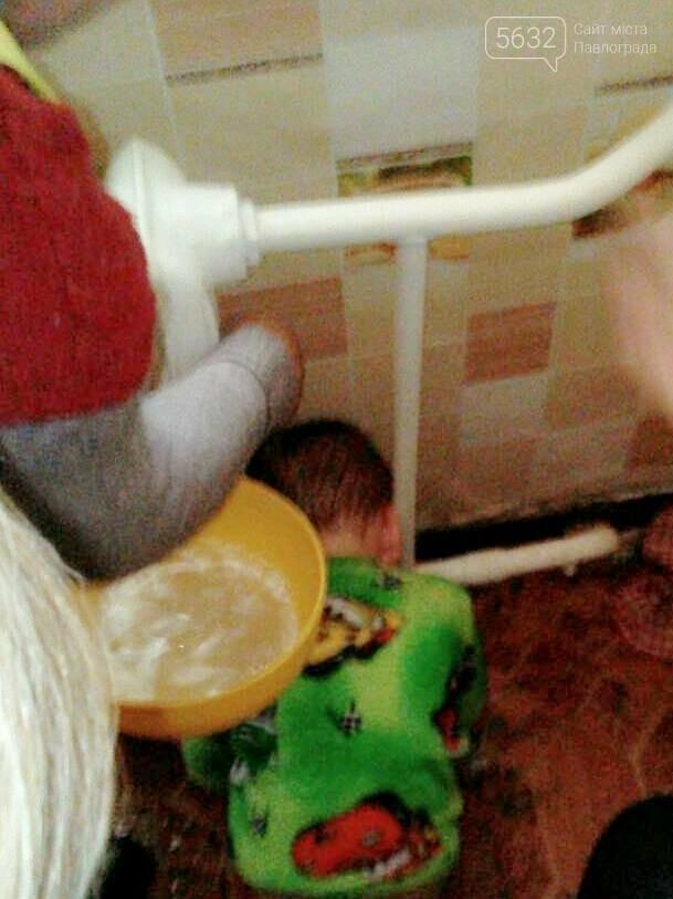 В Терновке 2-летний малыш застрял головой между батареей и трубой., фото-1