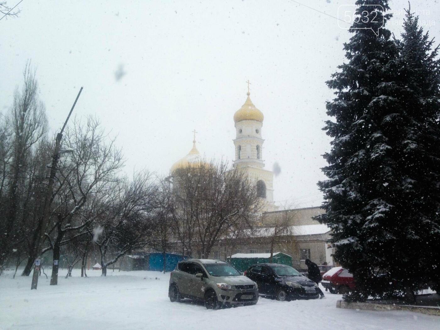 В Павлоград пришла зима: город накрыло снегом, фото-4