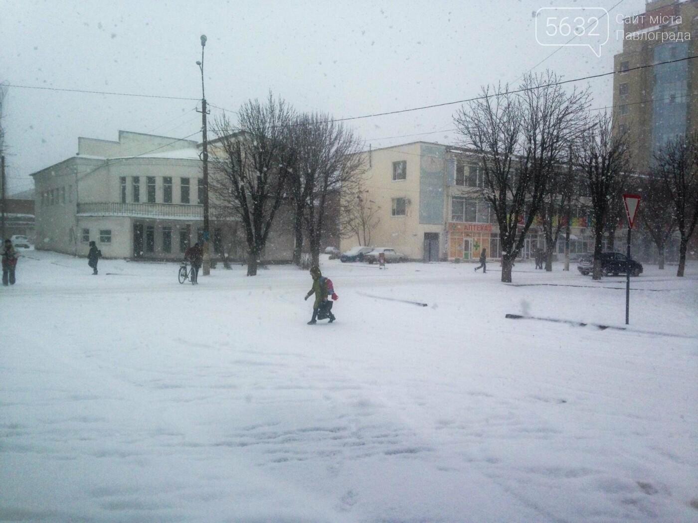 В Павлоград пришла зима: город накрыло снегом, фото-3