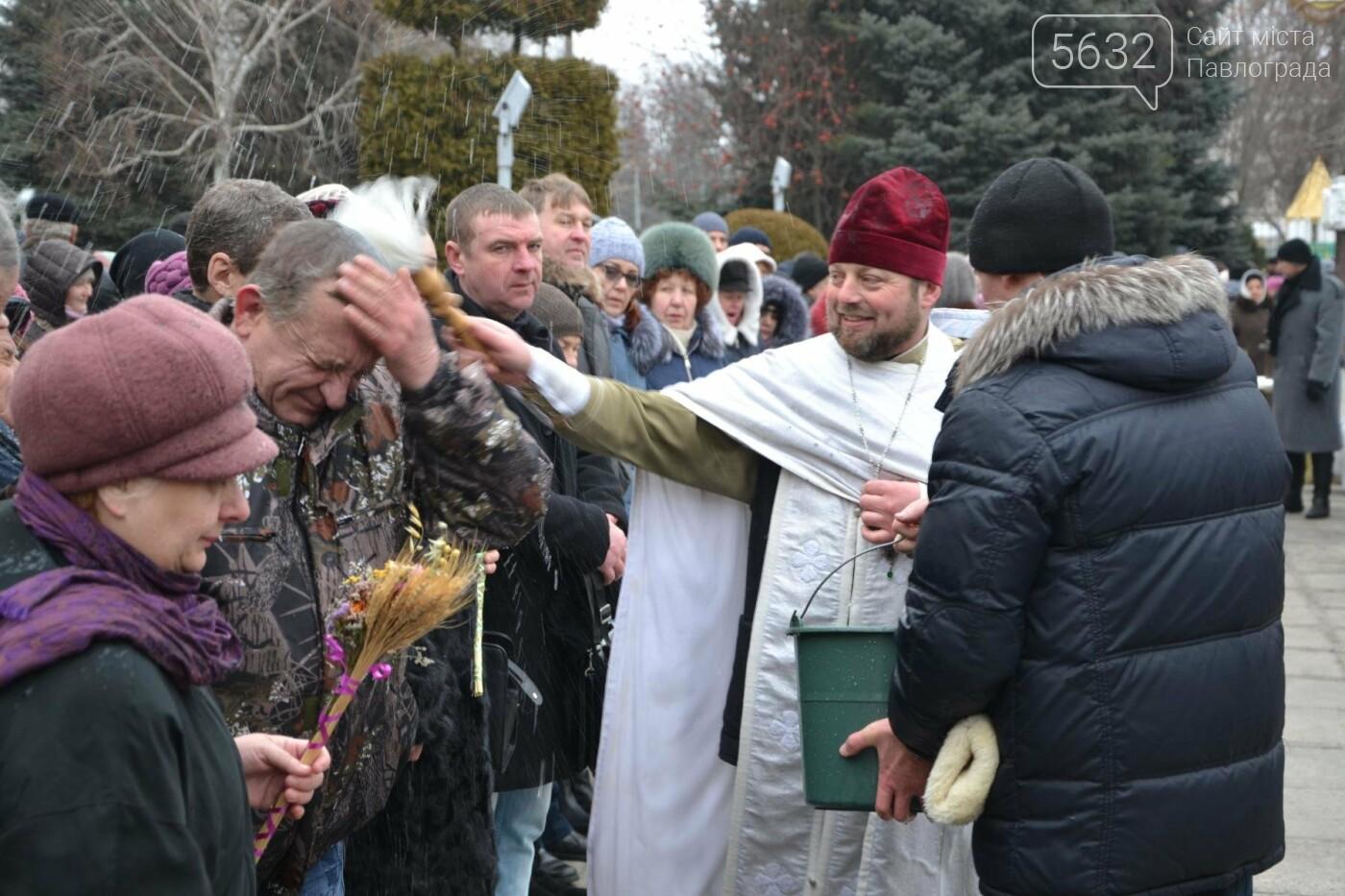 Молитвами і пірнанням в ополонку павлоградці відзначили свято Хрещення Господнього, фото-3