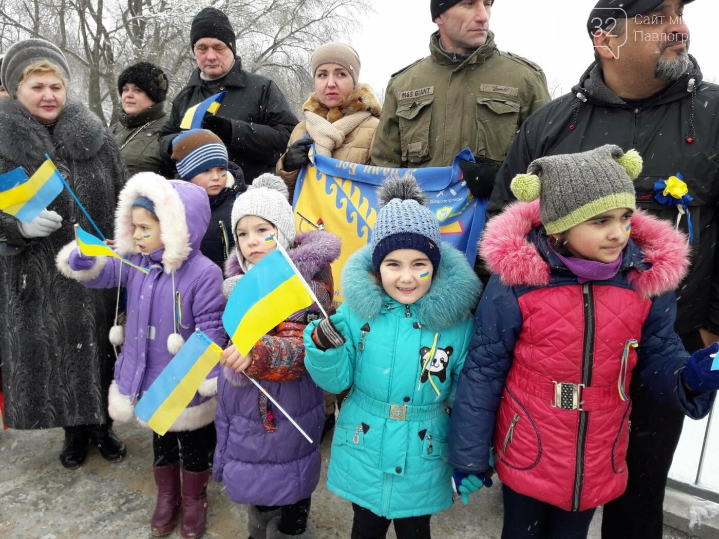 Молодь Павлограда живим ланцюгом з'єднала два берега Вовчої, фото-10