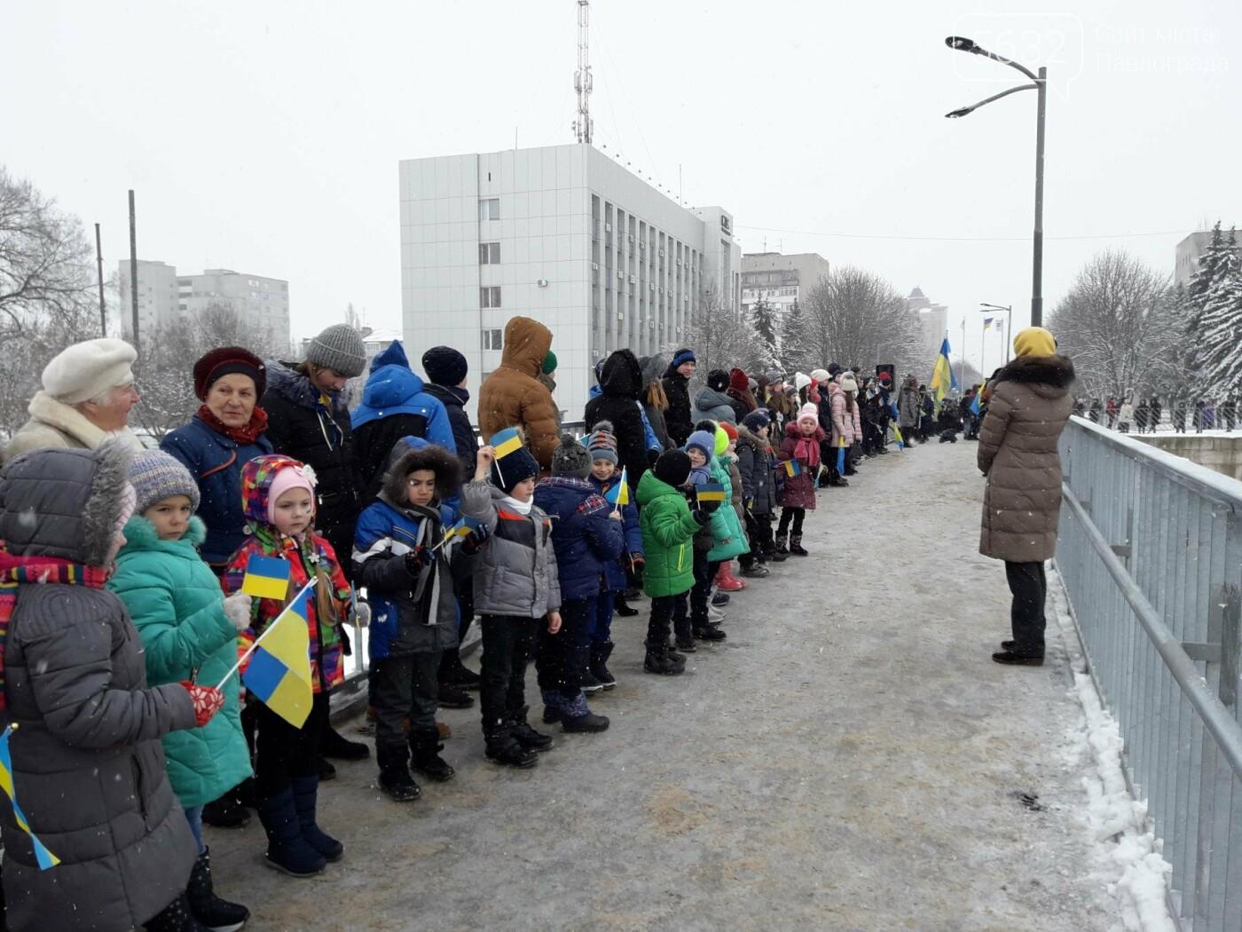 Молодь Павлограда живим ланцюгом з'єднала два берега Вовчої, фото-6