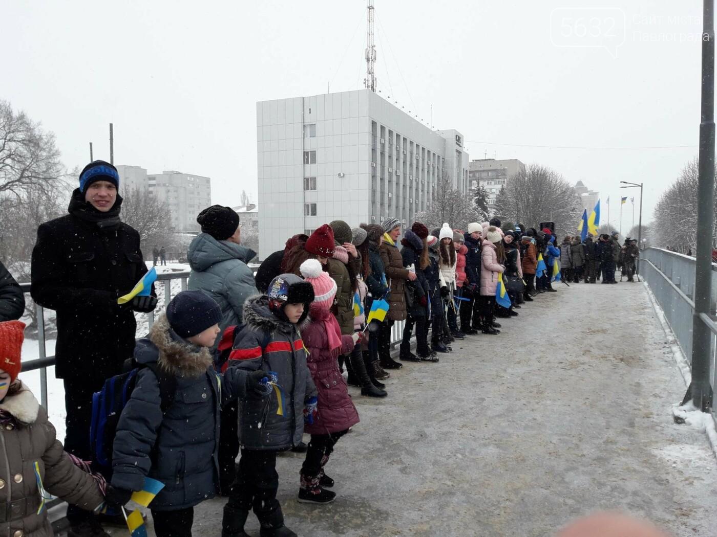 Молодь Павлограда живим ланцюгом з'єднала два берега Вовчої, фото-8