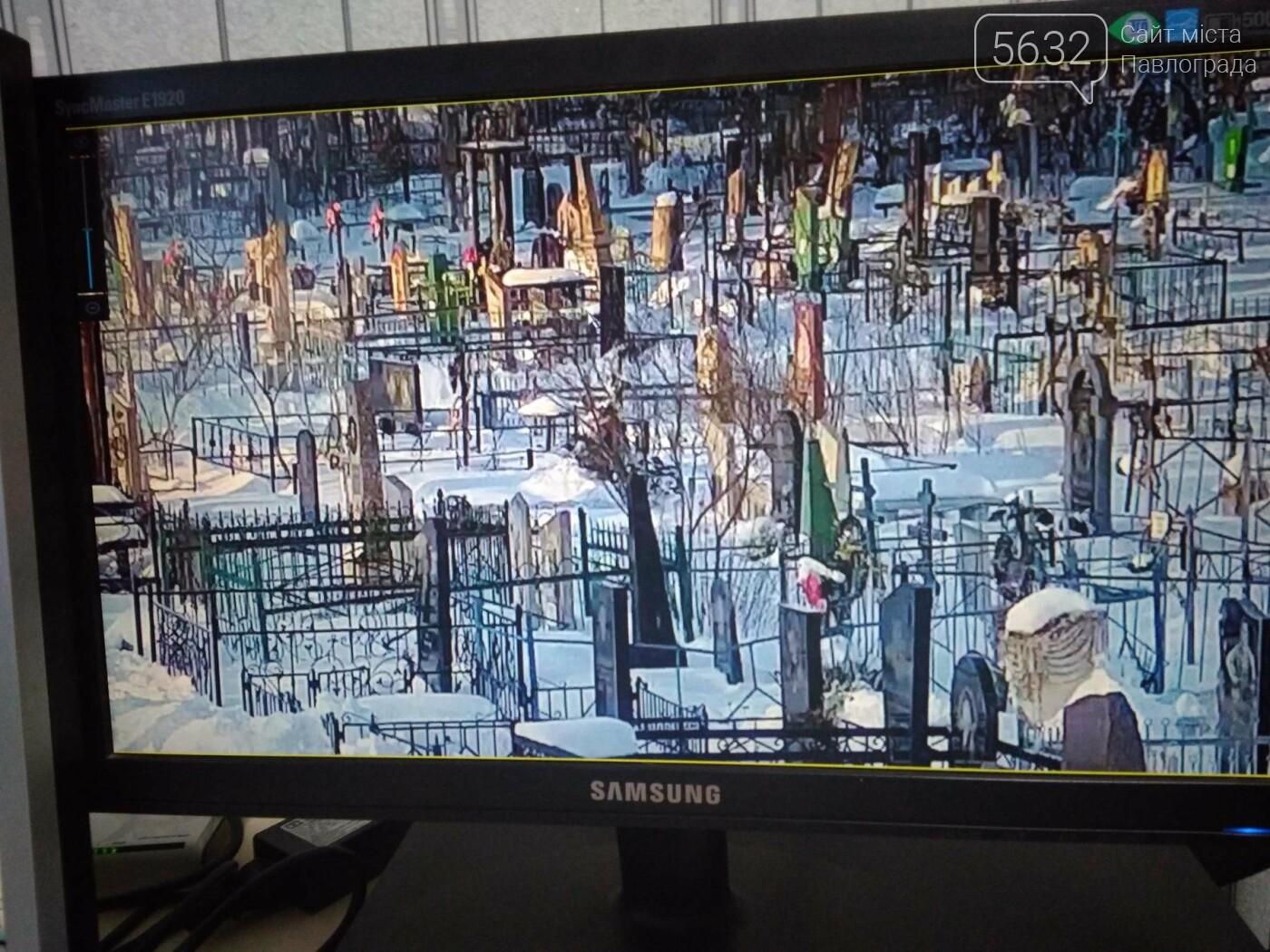 На центральному цвинтарі Павлограда встановили відеокамери, фото-5