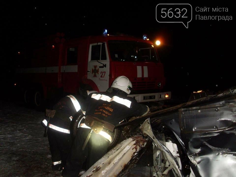 ДТП на Павлоградщине: иномарка врезалась в дорожный отбойник, фото-2