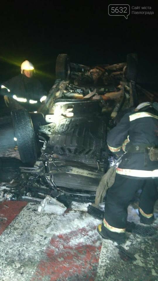 ДТП на Павлоградщине: иномарка врезалась в дорожный отбойник, фото-1