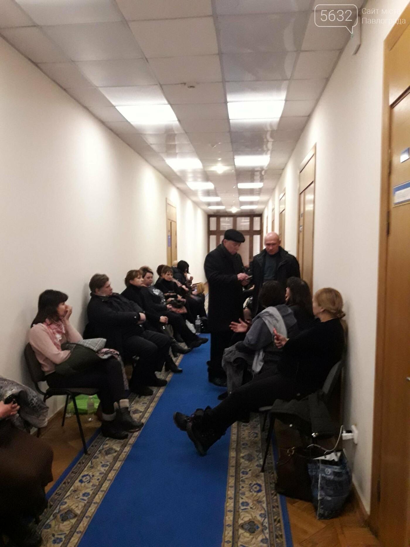Медики Павлограда провели ночь в здании облсовета, фото-1