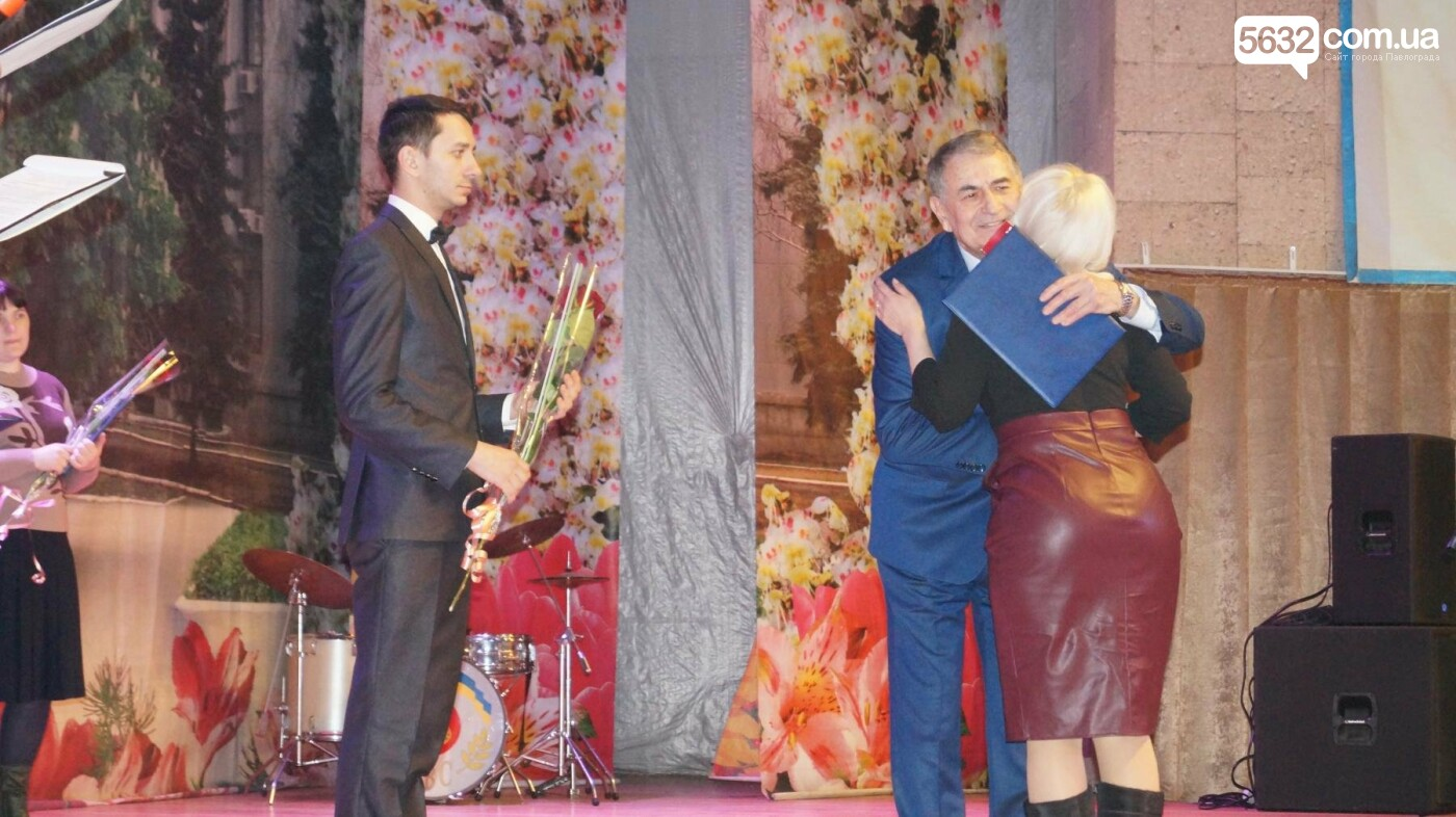 В Павлограде женщин поздравили с предстоящим празником, фото-5