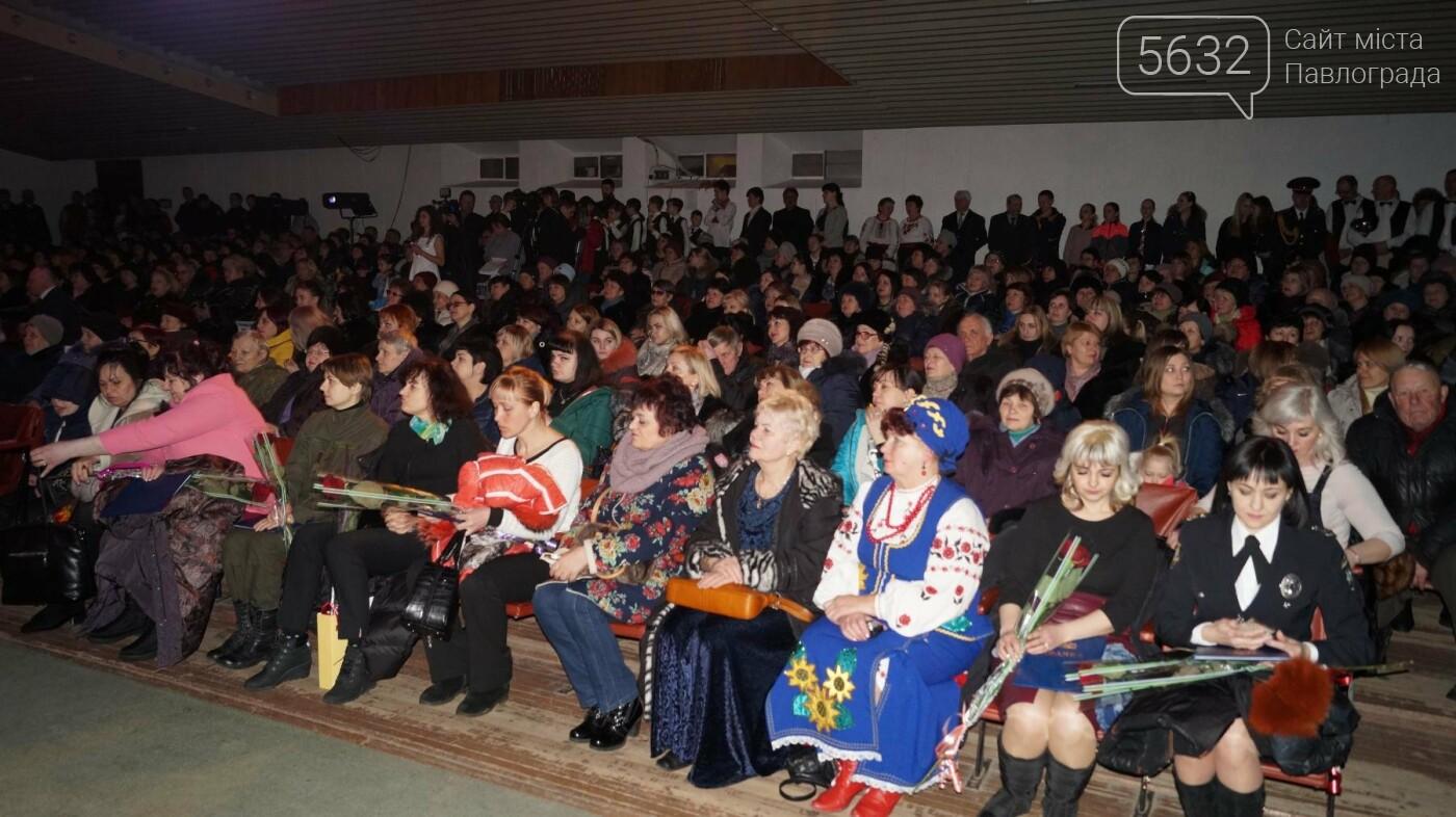 В Павлограде женщин поздравили с предстоящим празником, фото-3