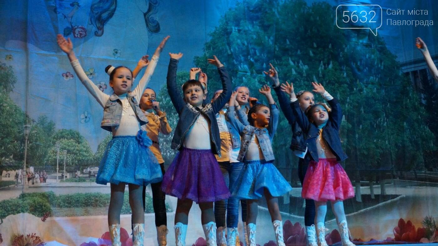 В Павлограде женщин поздравили с предстоящим празником, фото-8