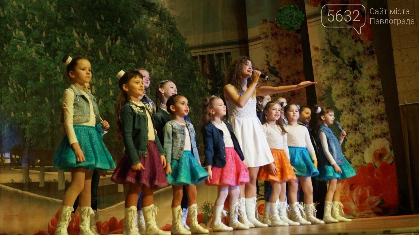 В Павлограде женщин поздравили с предстоящим празником, фото-9