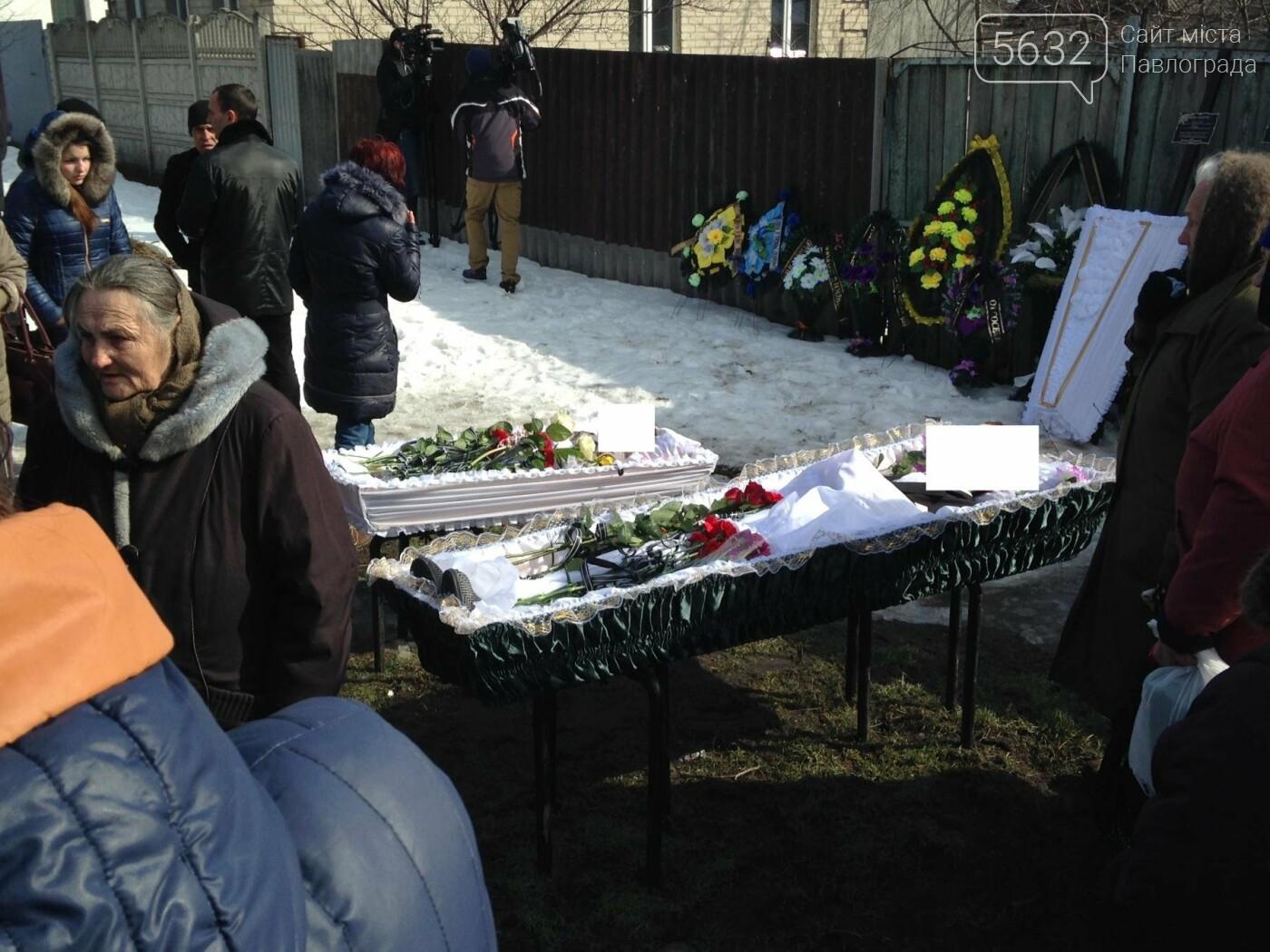 В Павлограде похоронили жестоко убитых отца и сына, фото-11