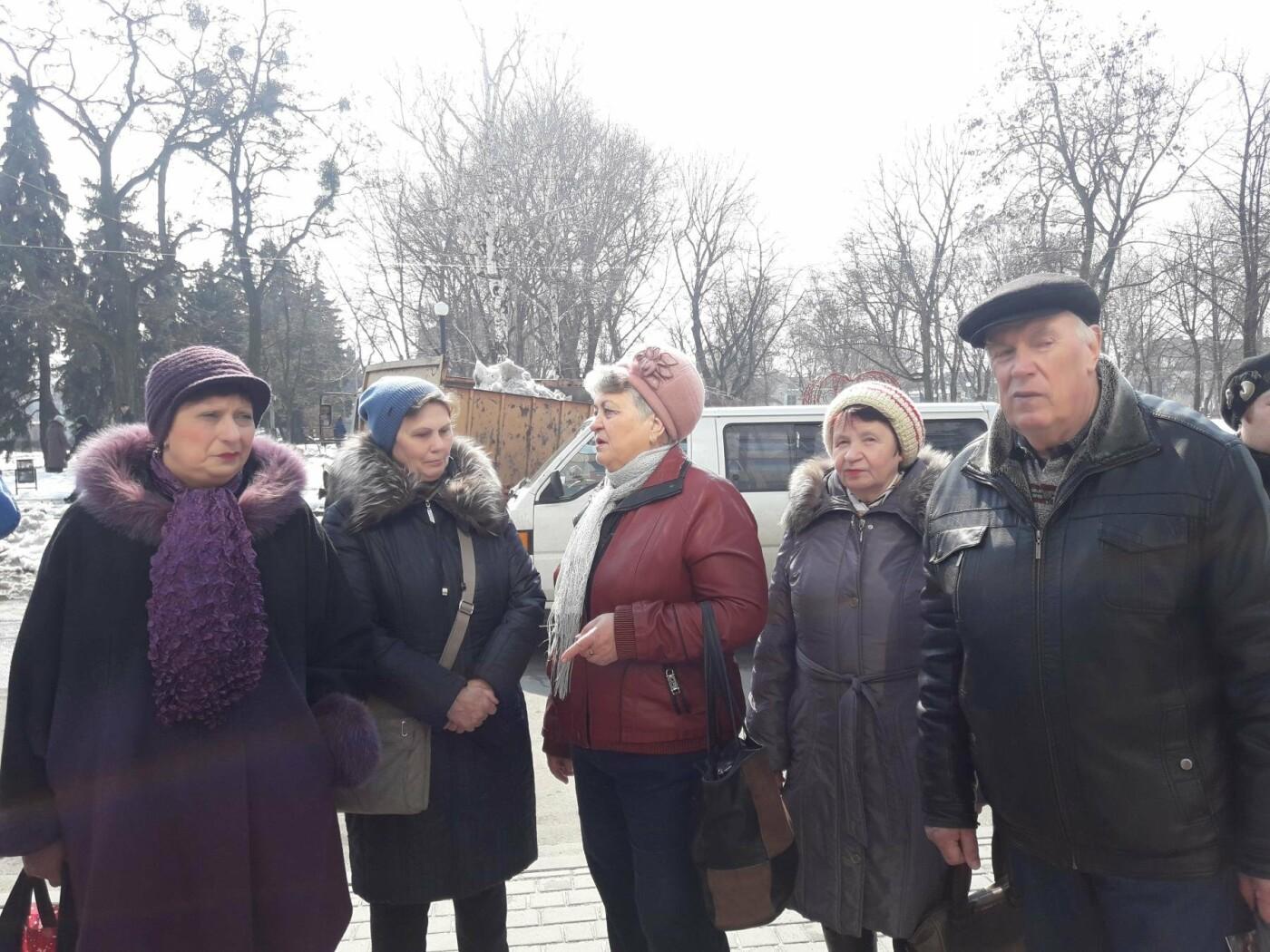 Павлоградцы митинговали под зданием горисполкома, фото-1