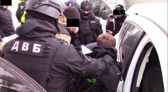 Масштабна спецоперація у Павлограді: затримані банда наркоторговців і місцевий правоохоронець, фото-1