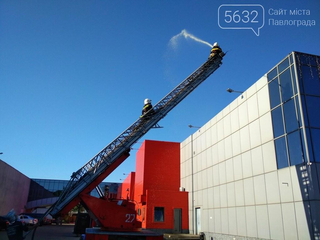 В торгово-развлекательный центр Павлограда нагрянули спасатели, фото-4