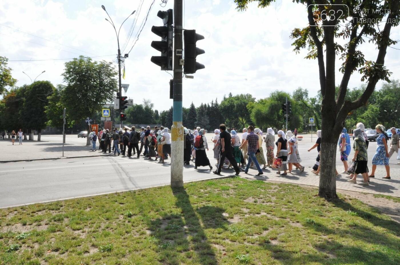 Через Павлоград прошел крестный ход с чудотворной иконой, фото-4