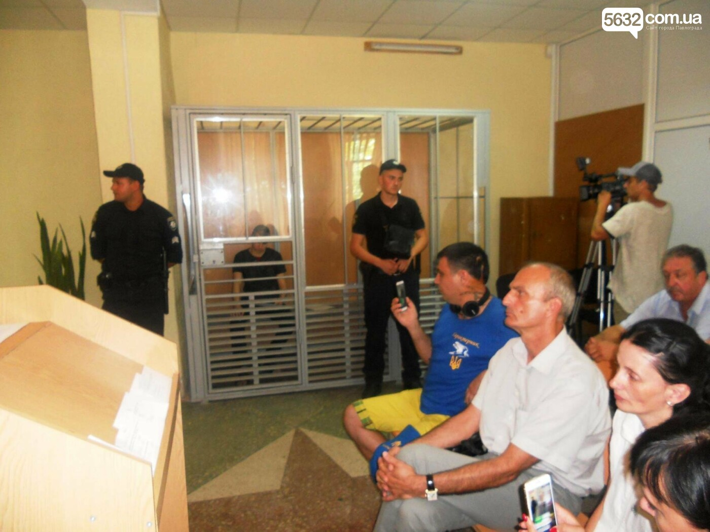 Павлоградка, в якої вбили сина та чоловіка, вимагає 2 млн грн моральної шкоди , фото-1