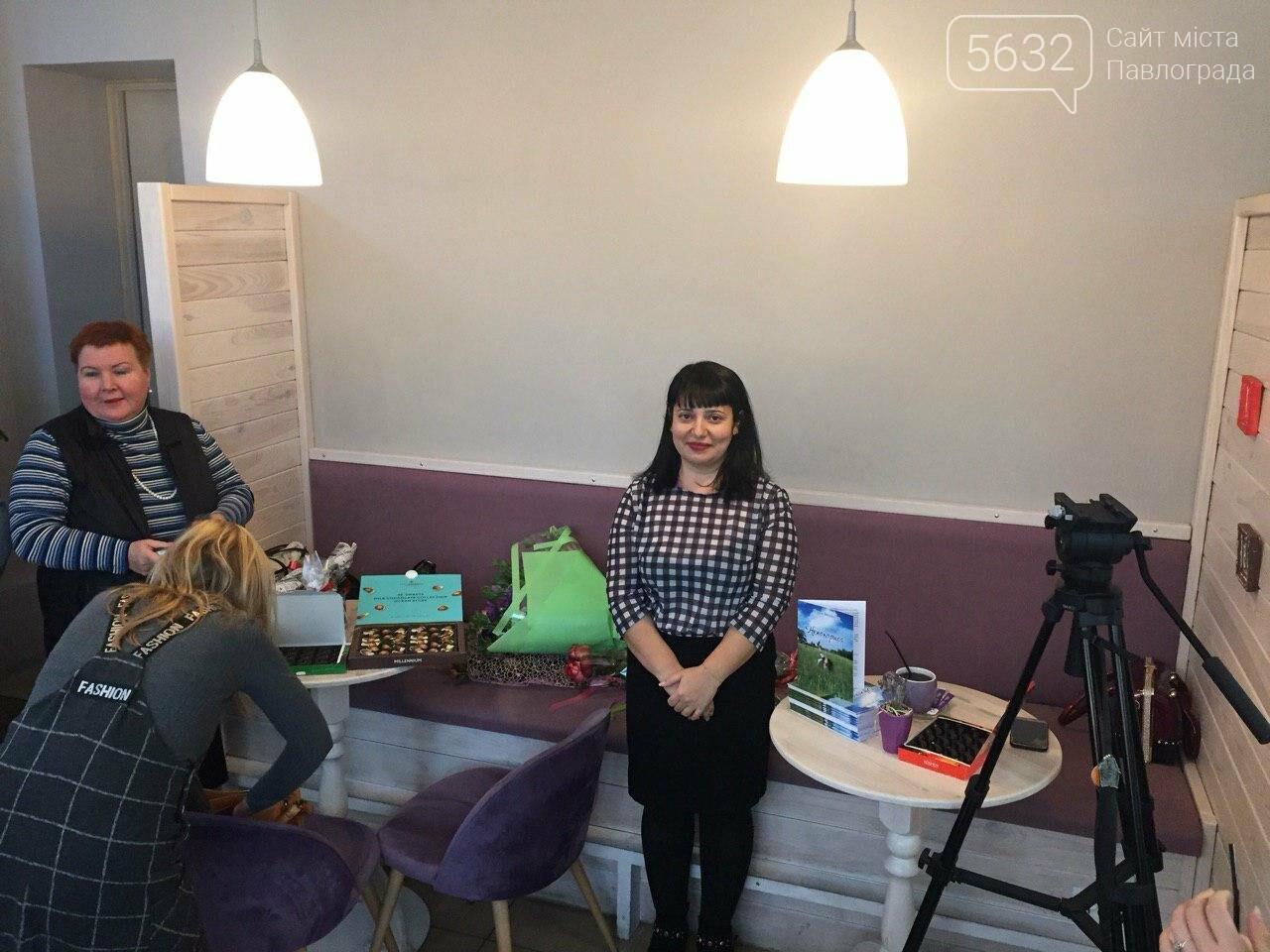 Талантливая жительница Западного Донбасса презентовала свою дебютную книгу (ФОТОФАКТ) , фото-1
