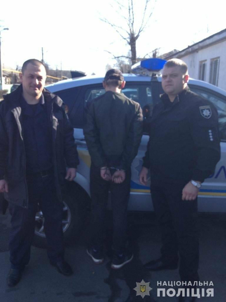 В Першотравенске избили и пытались ограбить 13-летнего парня, фото-1