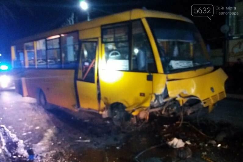 В Павлограде столкнулись легковой автомобиль и рейсовый автобус: есть пострадавшие, фото-1