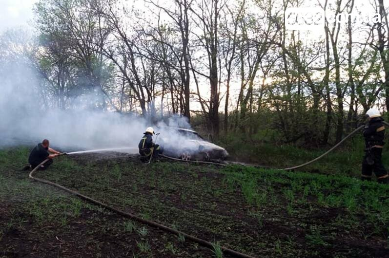 Недалеко от Булаховки на ходу загорелся легковой автомобиль (ФОТО), фото-1