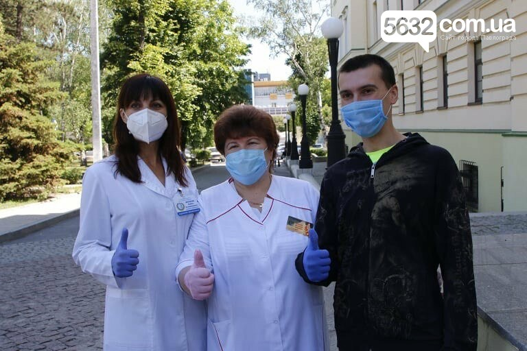 Из больницы им. Мечникова выписали двух пожилых жителей области, переболевших коронавирусом, фото-3