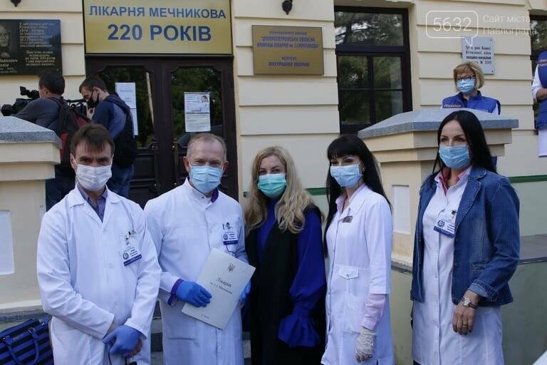 Из больницы им. Мечникова выписали двух пожилых жителей области, переболевших коронавирусом, фото-4