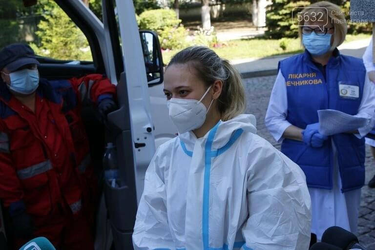 Из больницы им. Мечникова выписали двух пожилых жителей области, переболевших коронавирусом, фото-5