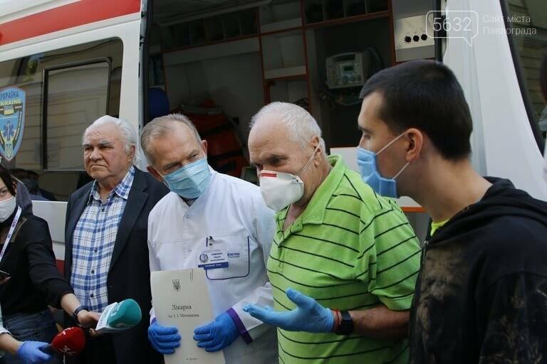 Из больницы им. Мечникова выписали двух пожилых жителей области, переболевших коронавирусом, фото-8