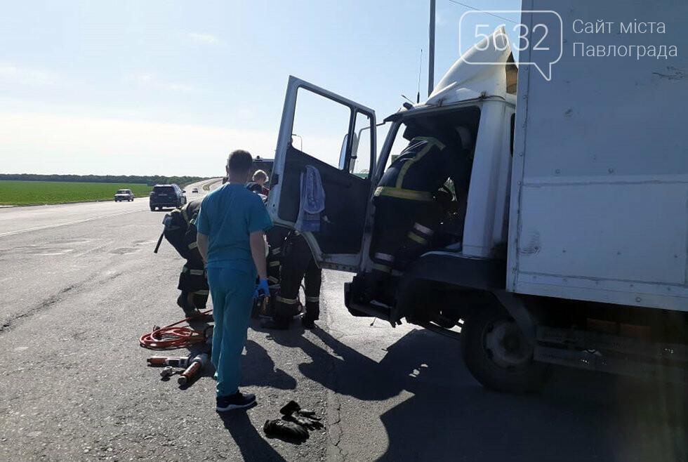 Спасатели Павлограда освободили пассажира из повреждённой кабины автомобиля (ФОТО, ВИДЕО), фото-3
