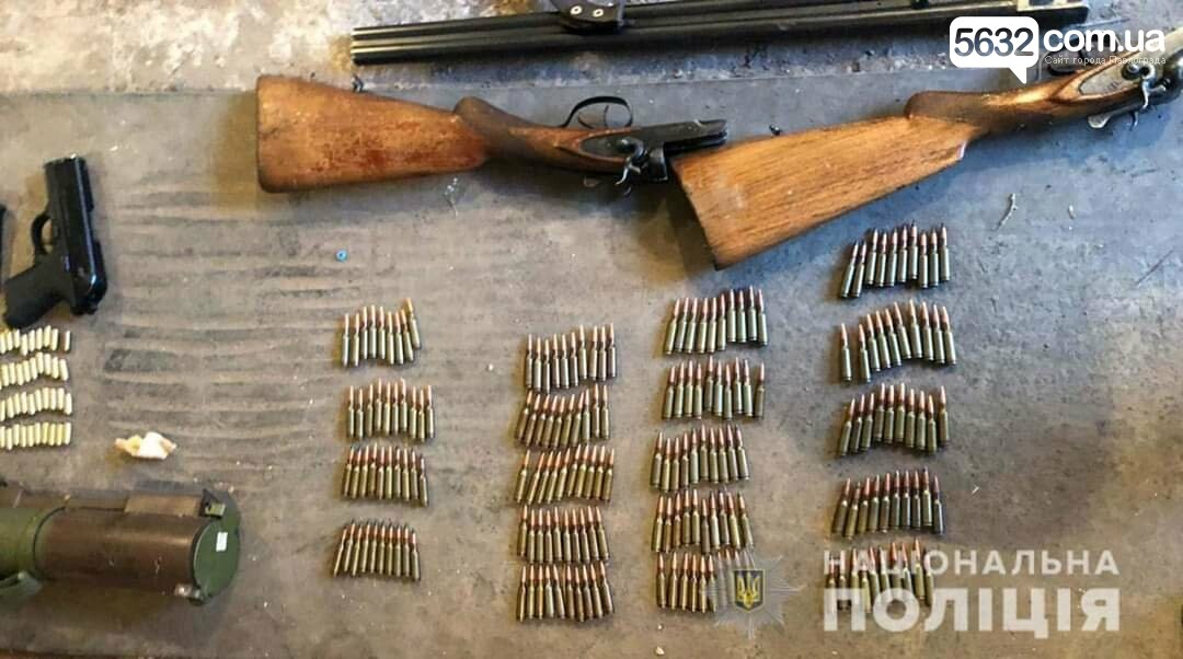Житель Кривого Рога купил у павлоградца гараж с целым арсеналом оружия, фото-1