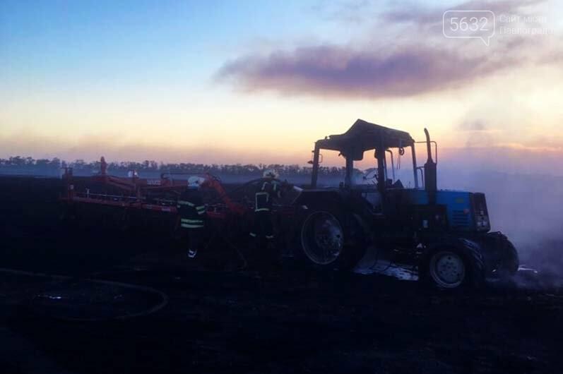 В Петропавловском районе прямо на поле загорелся трактор, фото-2