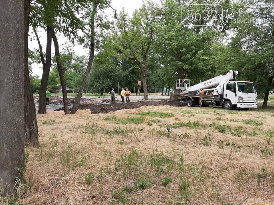 Павлоградские коммунальщики во время проведения земляных работ обнаружили старинные кирпичи, фото-3
