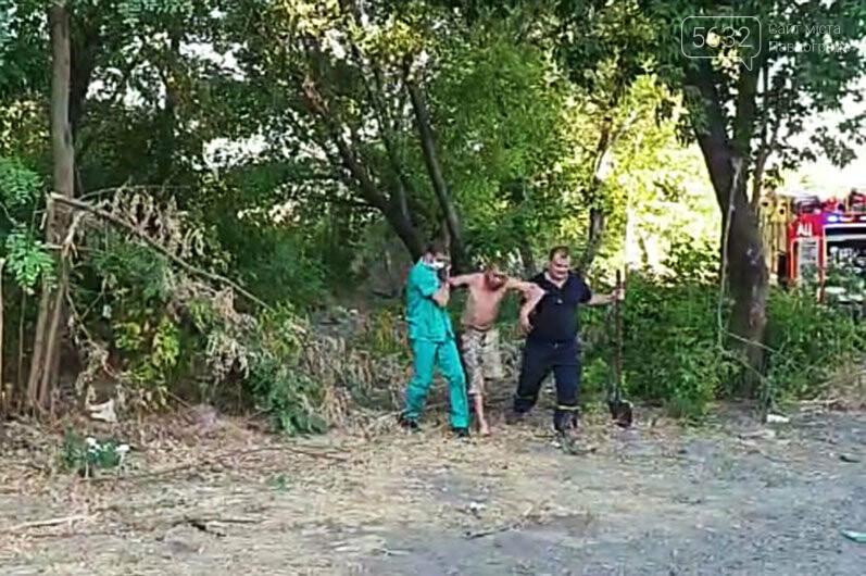 Уснул среди деревьев и чуть не сгорел: в Павлограде во время пожара спасли мужчину, фото-4
