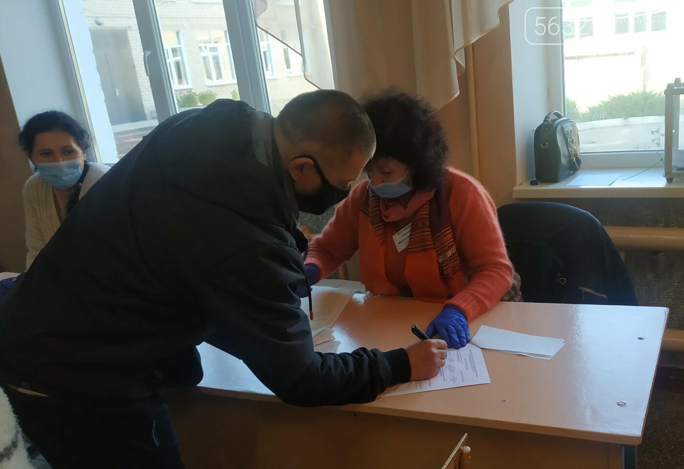 Павлоградцы принимают активное участие в местных выборах (ФОТОРЕПОРТАЖ), фото-10