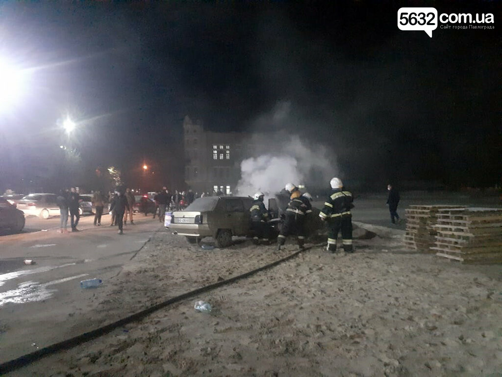 В центре Павлограда загорелся автомобиль (ФОТО, ВИДЕО), фото-1