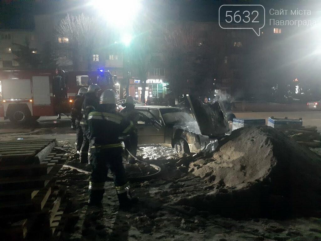 В центре Павлограда загорелся автомобиль (ФОТО, ВИДЕО), фото-3