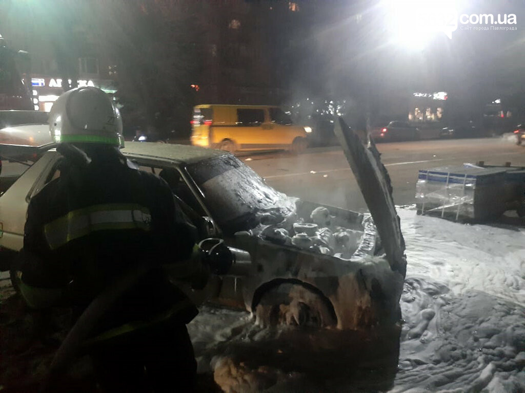 В центре Павлограда загорелся автомобиль (ФОТО, ВИДЕО), фото-4