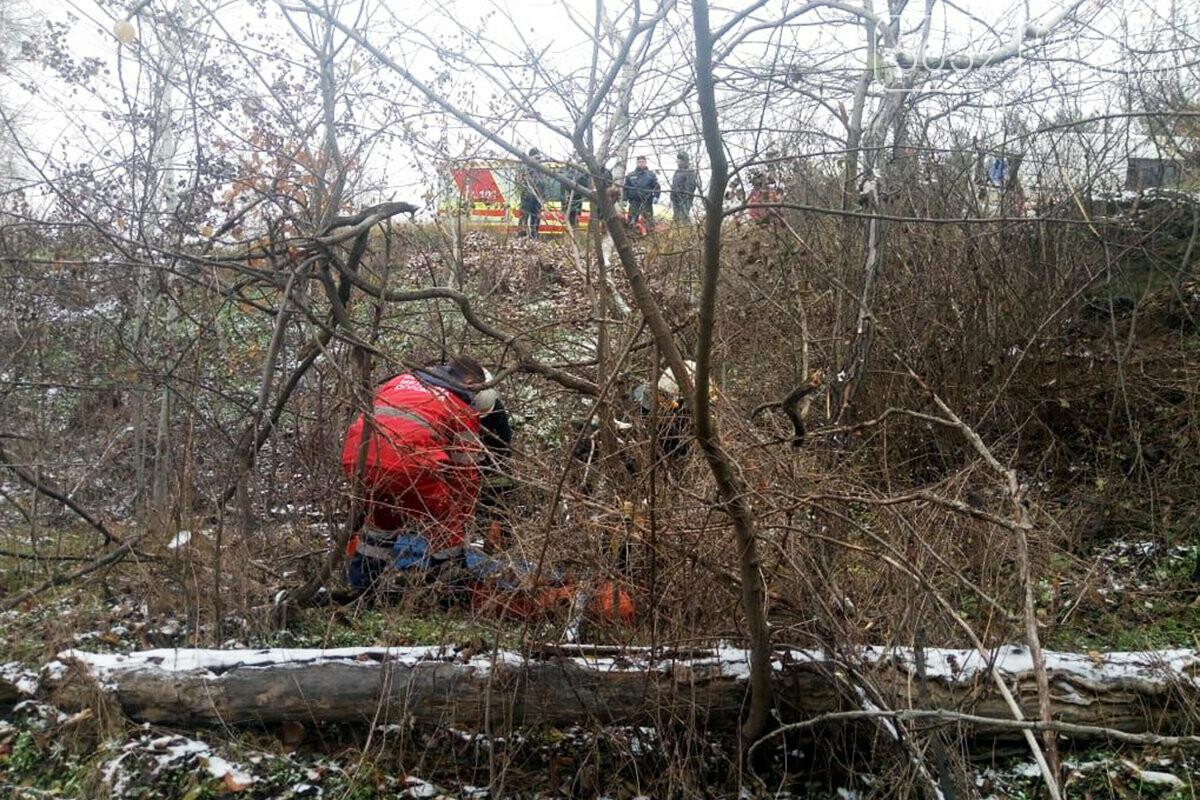 В Павлограде спасатели оказали помощь мужчине, который лежал в заброшенном песчаном карьере (ФОТО, ВИДЕО), фото-1