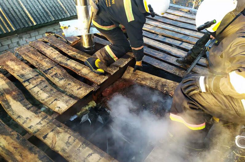 В Павлоградском районе тушили пожар возле частного дома, фото-1