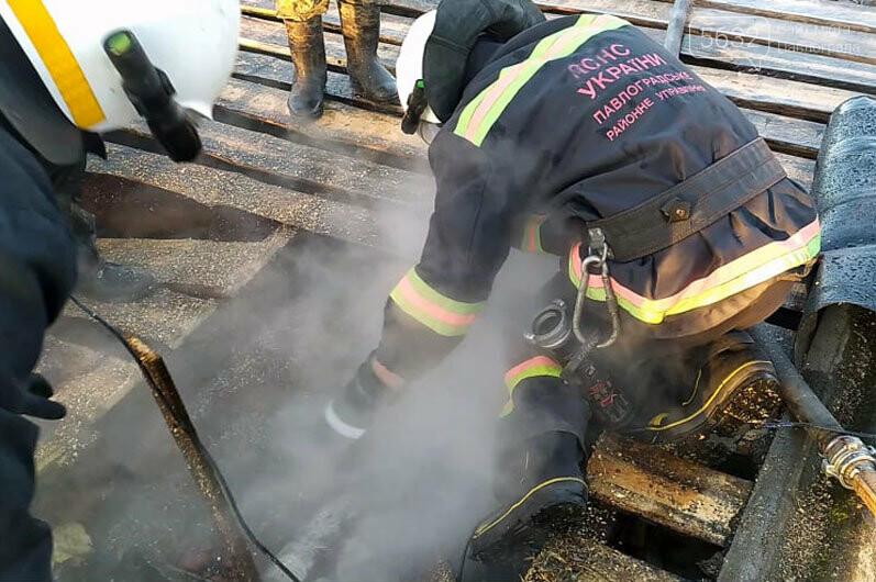 В Павлоградском районе тушили пожар возле частного дома, фото-2